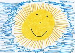 Gezeichnetes Kinderbild einer lachenden Sonne.